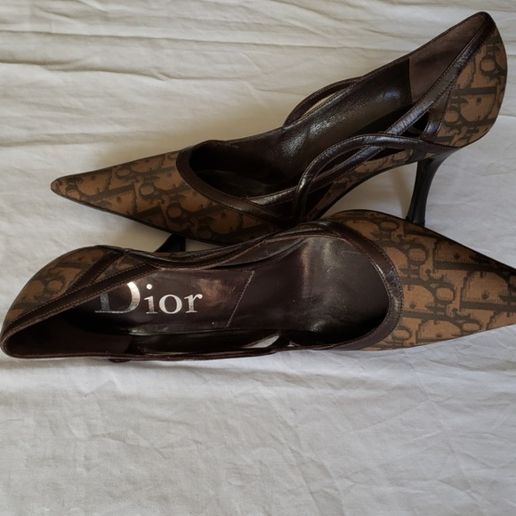 aa6602ae173 Dior Logo Pattern Pointed Toe Pumps